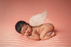 Britany Denoncour‎ using the Newborn Cloud Posing Pillow and Mini Posing Pillow Set